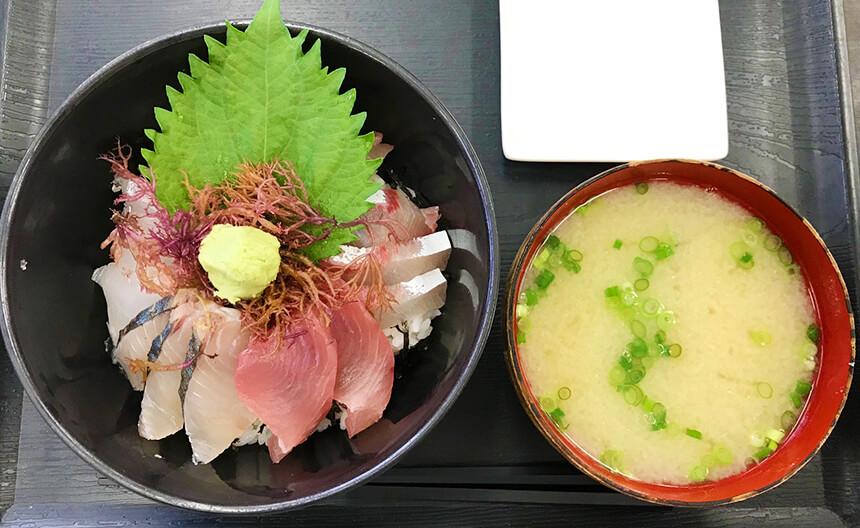 写真:志摩の海鮮丼屋の海鮮丼