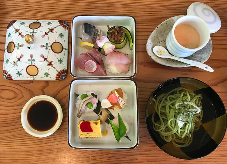 写真:糸島会席料理「風音」の二重箱手毬寿司