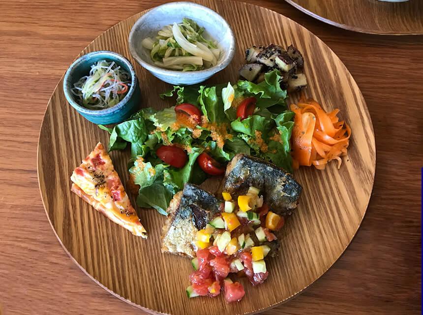 写真:あきさんの台所の鯖のカレー風味フレッシュトマトソース