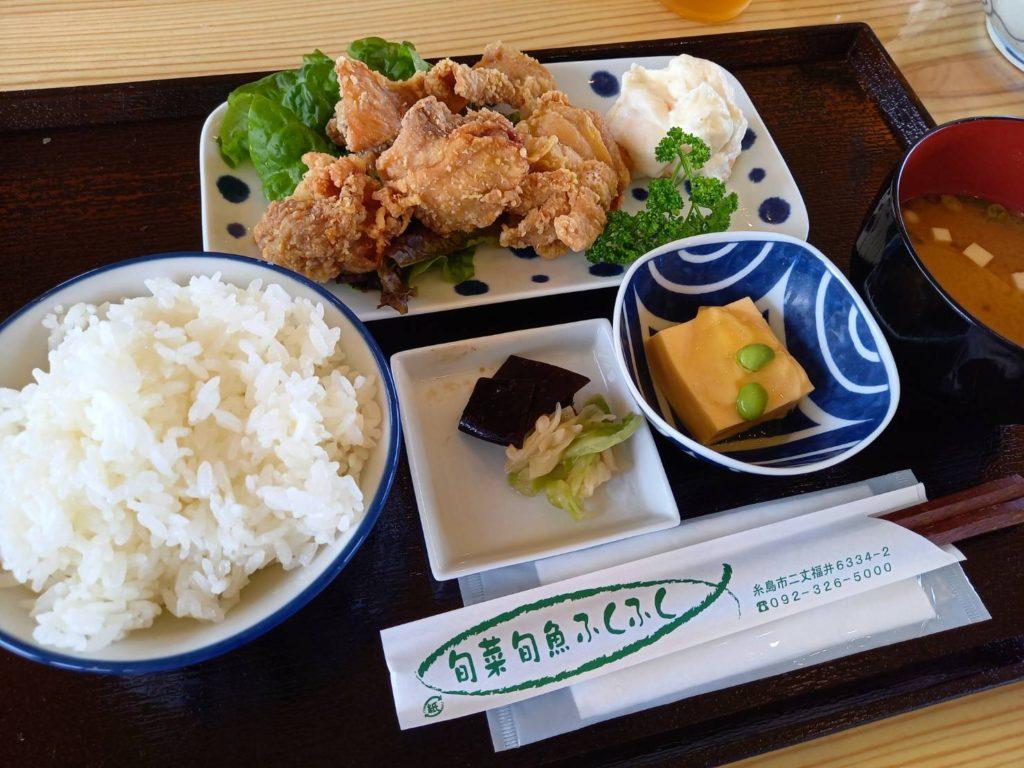 写真:旬菜旬魚ふくふくの唐揚げ定食