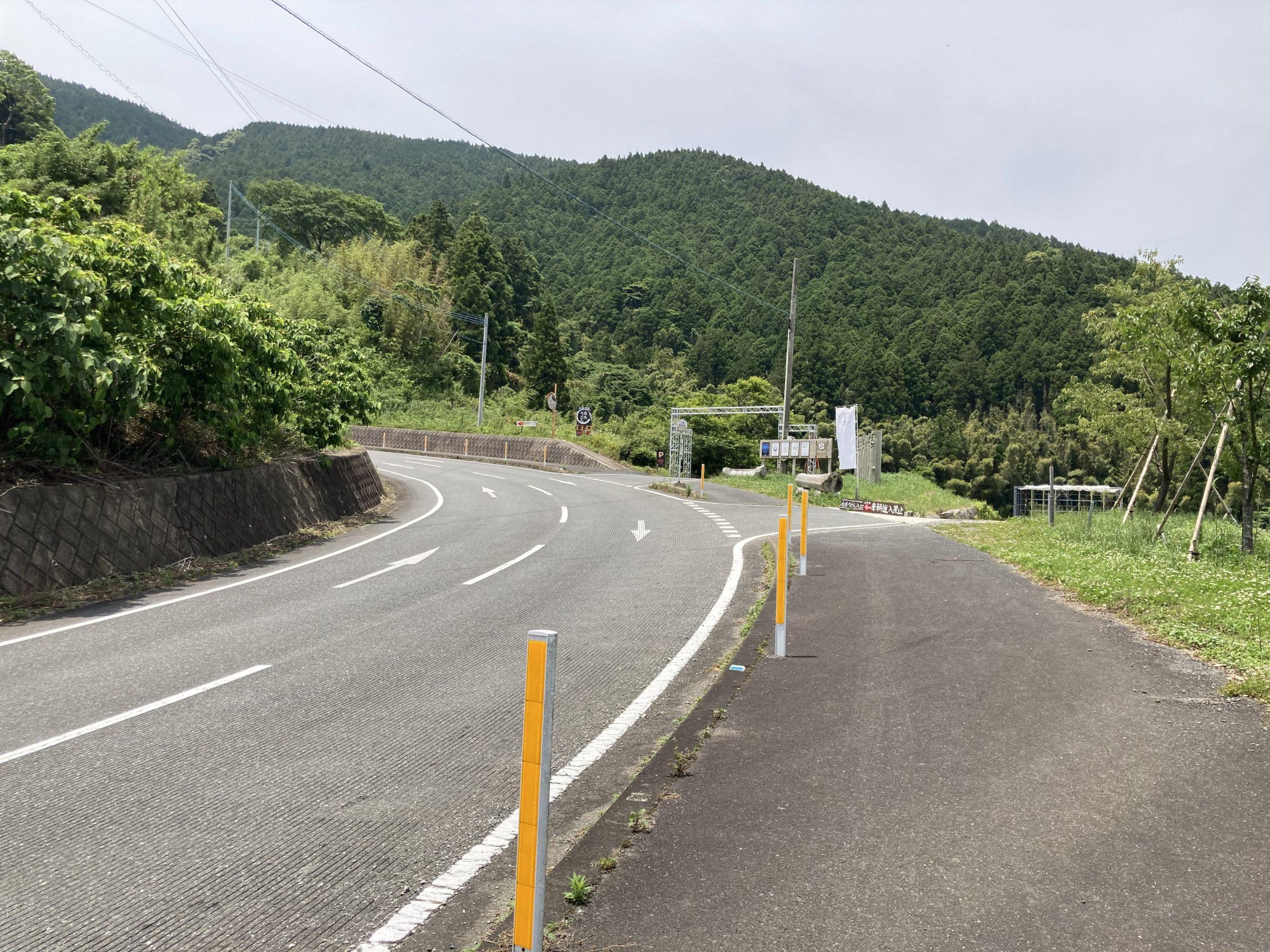 写真:白糸の滝への道中
